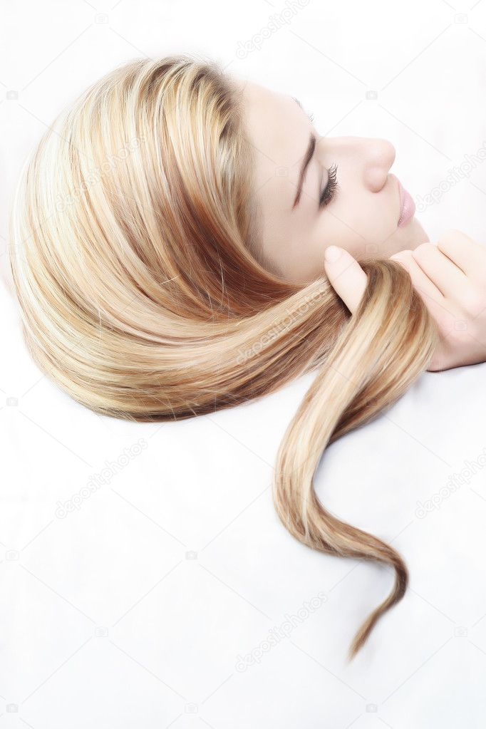 Young woman and her beautiful hairstyle — Foto de Stock   #1132471