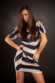 时尚白色蓝色裙子的女孩 — 图库照片