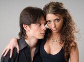 Un retrato de una dulce pareja de enamorados — Foto de Stock