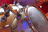 ударная установка во время выступления ансамбля музыки — Стоковое фото