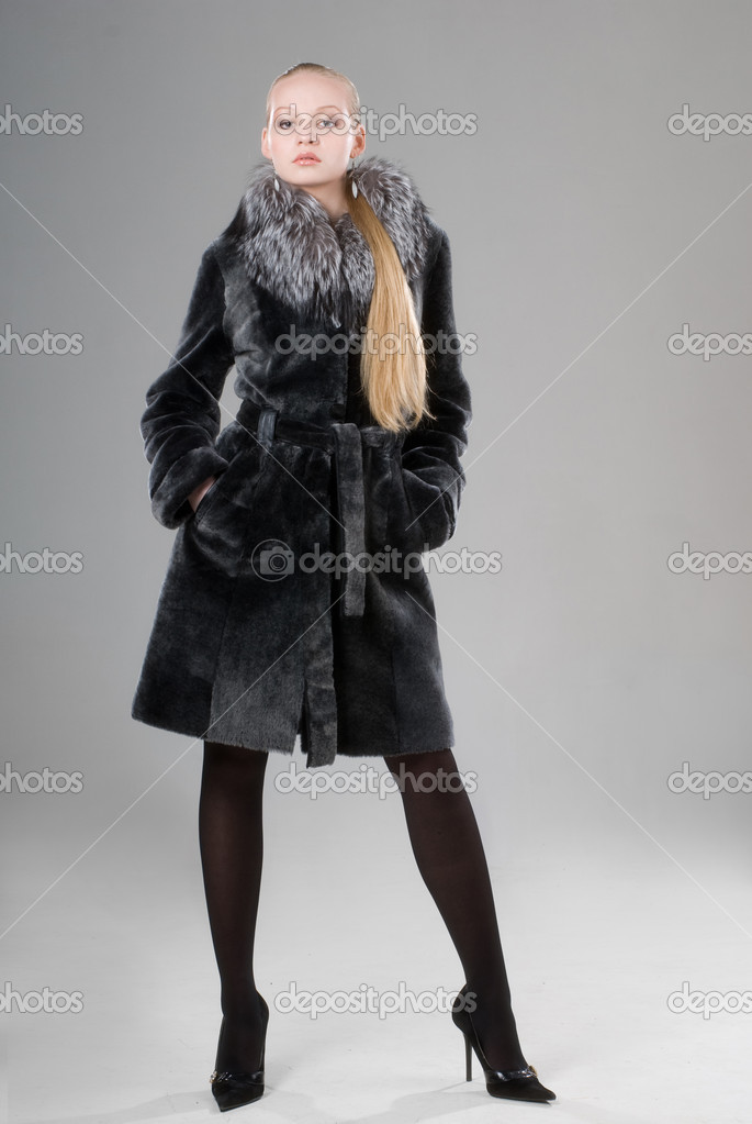 Picture of attractive young girl wearing winter coat — Stock Photo #1164019