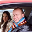 Foto Stock: Young couple in a car