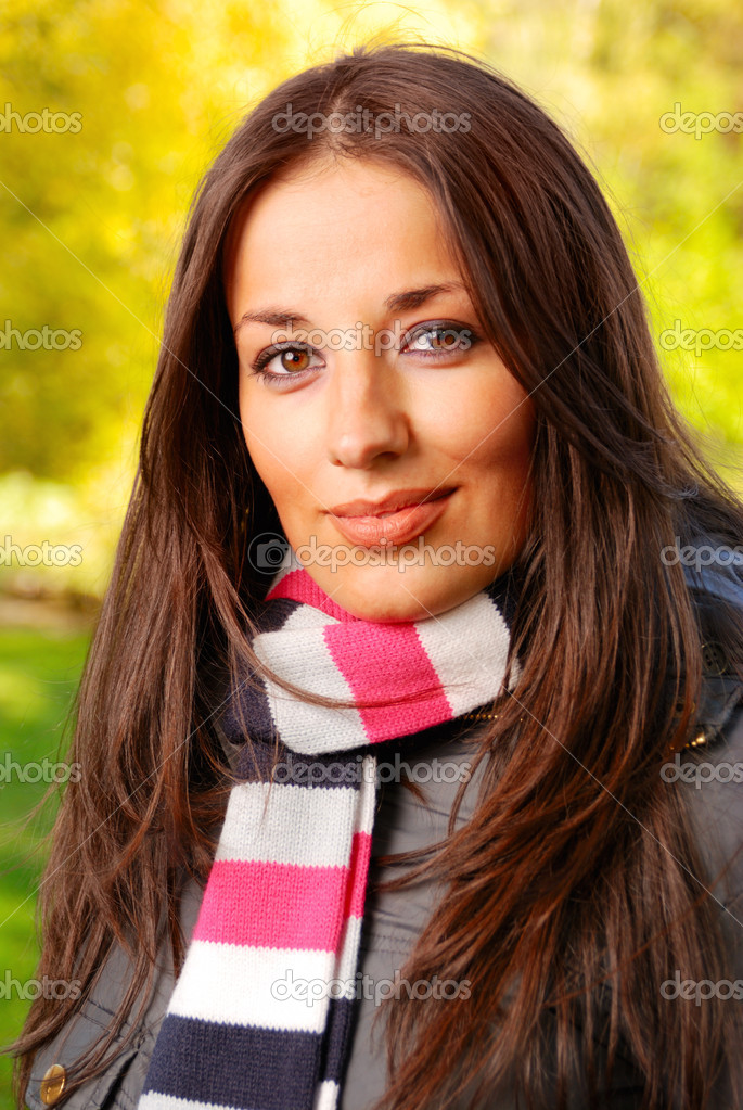 Close-up portrait of an beautiful autumn woman — Photo #1124344
