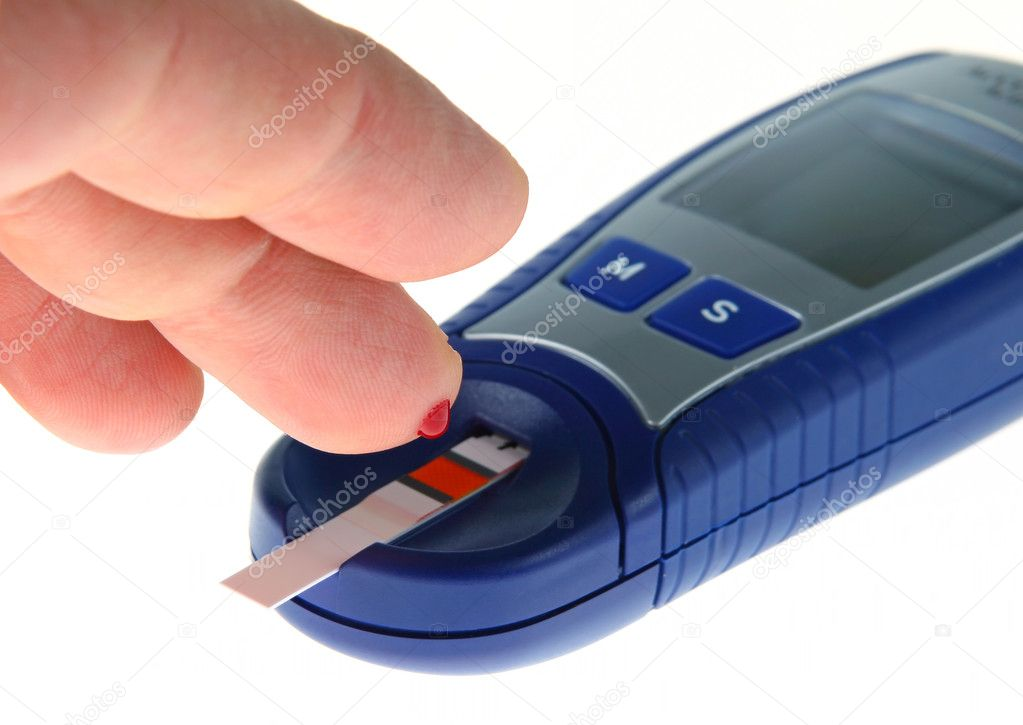 Diabetic is doing a glucose level finger blood test — Stock Photo #1107584