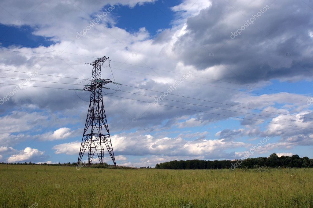 Electricity pylons on a background of the cloudy sky — Stock Photo #1108937