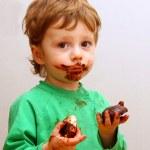 The boy eats a zephyr — Stock Photo #1114456