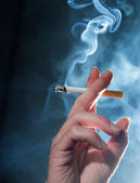 HAND CIGARETTE SMOKE — Stock Photo