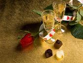 眼镜与红酒和红玫瑰 — 图库照片