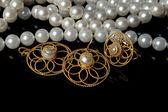 Perlas y joyas de oro — Foto de Stock