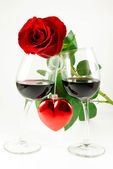 Rose on two glasses and heart — Stock Photo