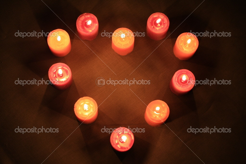 Some candles in heart-shaped composition on linen background — Zdjęcie stockowe #1108348