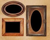 Molduras vazias na parede de madeira — Fotografia Stock