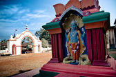 Shiva statue and Hindu temple — Stock Photo