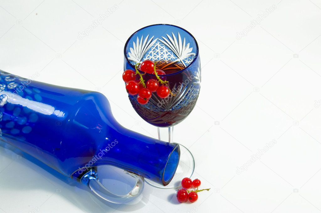the image a decanter and a wine-glass with a wine and berries of a currant on an isolated white background — Stock Photo #1278502