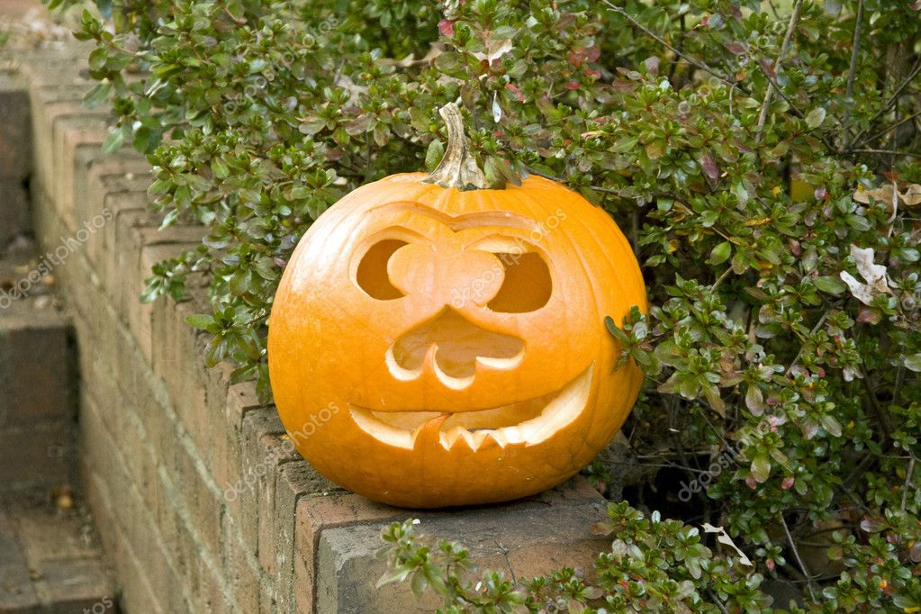 Merry pumpkin with one tooth near the house — Stock Photo #1148806