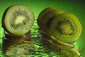 Wet kiwi on mirror — Stock Photo