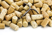 Old corkscrew and wine corks — Foto de Stock