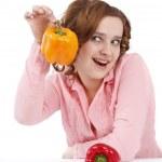 Женщина с сладкий стручковый перец — Стоковое фото
