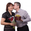 Man giving gift and kiss woman — Stock Photo