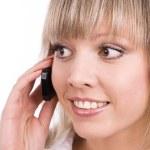 niña sonriente habla en el teléfono móvil — Foto de Stock