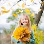 leende liten flicka — Stockfoto