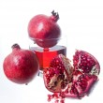 Fresh pomegranate fruits and juice — Stock Photo
