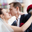 Young wedding couple kissing — Stock Photo
