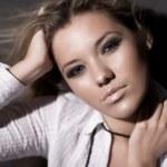 Young woman fashion portrait — Stock Photo