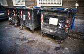 Dirty refuse bins — 图库照片