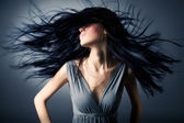 Woman with fluttering hair — Stockfoto