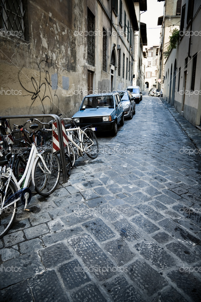 Urban slum. Narrow Italian street. High contrast effect. — Stock Photo #1195150