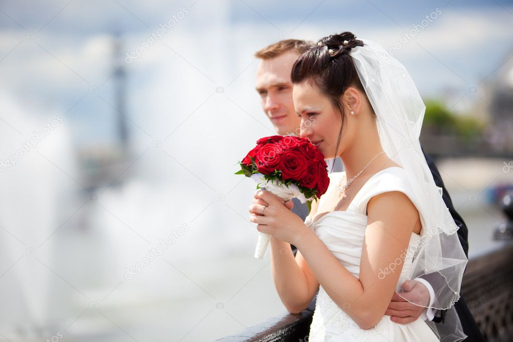 Young couple wedding. Looking to the river. — Stock Photo #1195223