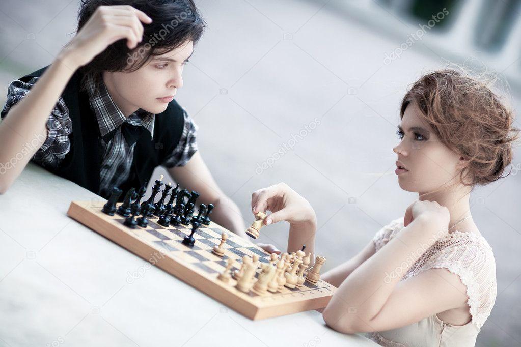 Почему мужчины и женщины не играют в шахматы