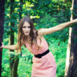 Foto Stock: Young woman forest