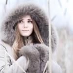 jonge vrouw winter portret — Stockfoto