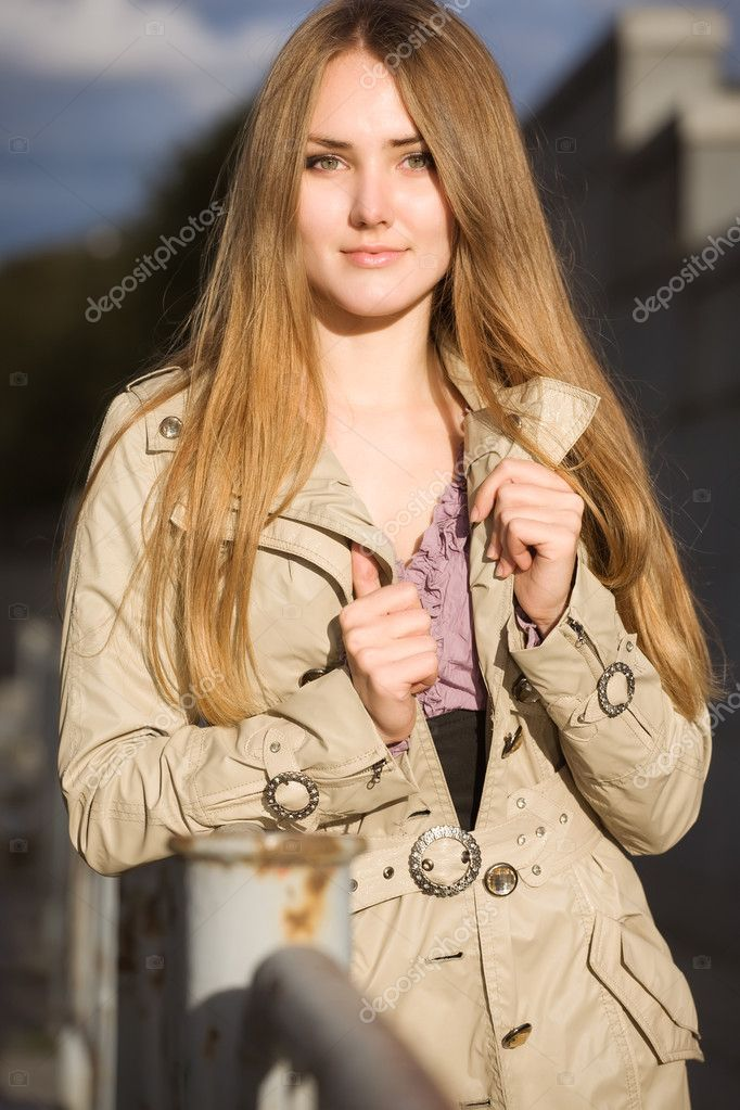 Young woman outdoors portrait. Evening sunset light. — Stock Photo #1348565