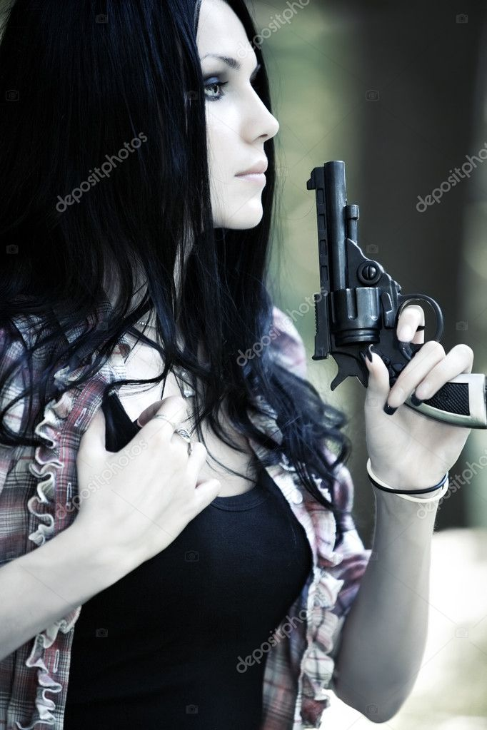 Woman with gun portrait. Shallow dof. — Stock Photo #1362289