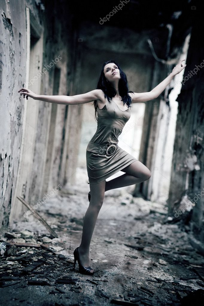 Young woman in a ruined building. Lens distortion effect for more dramatic. — Stock Photo #1372749