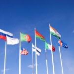 Флаги на фоне голубого неба — Стоковое фото