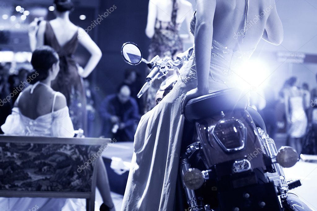 Fashion show. Blue tint and flash from photographer. — Stok fotoğraf #1651927