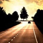 cesta s osamělé auto — Stock fotografie