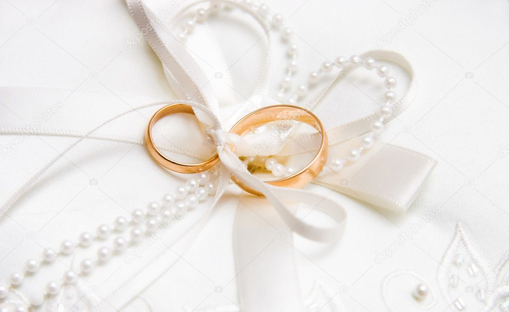 Wedding rings. Bright white background. — Stock Photo #1695938