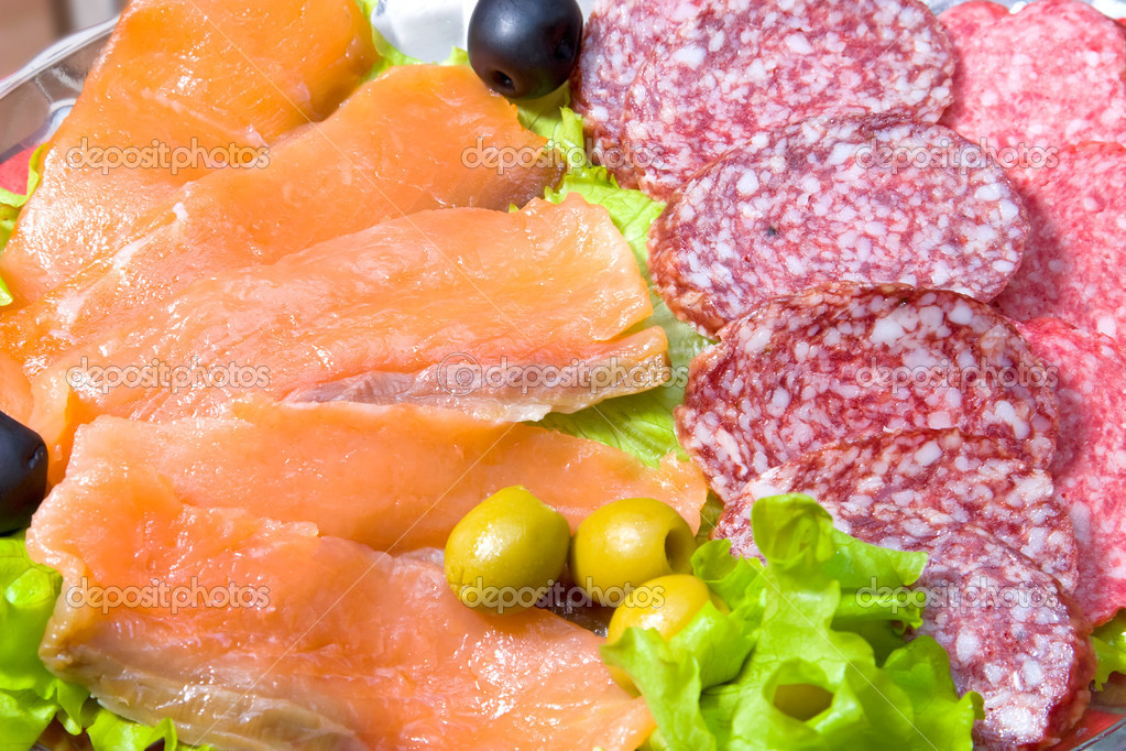 Meat delicacy with lettuce and olives. — Stock Photo #1714928