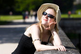 Young woman in hat enjoy the sun — Stock Photo