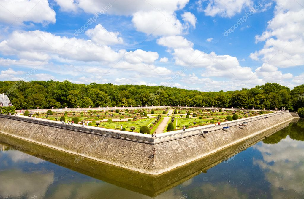 Famous Chenonceaux park in France. Wide angle view. — Stock Photo #1730635