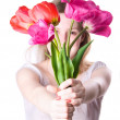 Young woman stretching flowers — Stock fotografie
