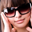 Young woman in sunglasses portrait — 图库照片