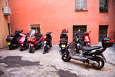 Italian narrow street with motor bikes — Foto Stock
