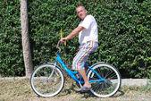 Mann auf einem fahrrad — Stockfoto