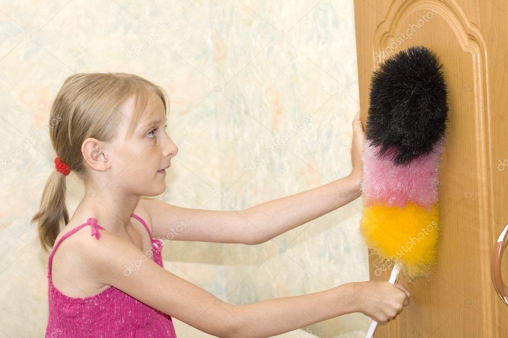 how to clean dust of hairbursh